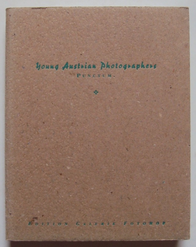 Edition Galerie Fotohof (Hg.) Young Austrian Photographers. Punctum. A Collection. Ausstellungskatalog mit zahlr. Abb.