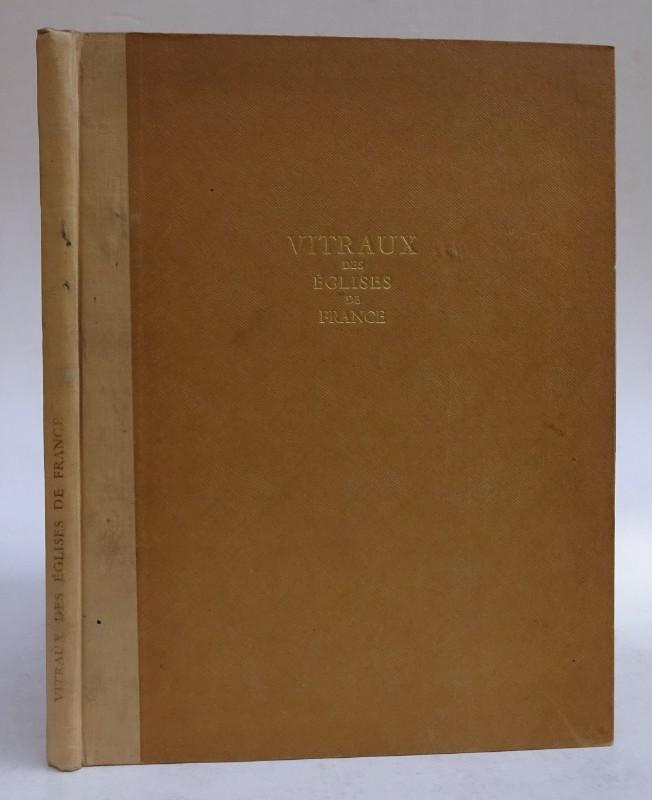 Vitraux des Églises de France. Introduction de Louis Grodecki. Avec illustrations en noir et 32 planches en couleurs
